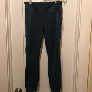 Athleta 7/8 capris with zippered side pockets